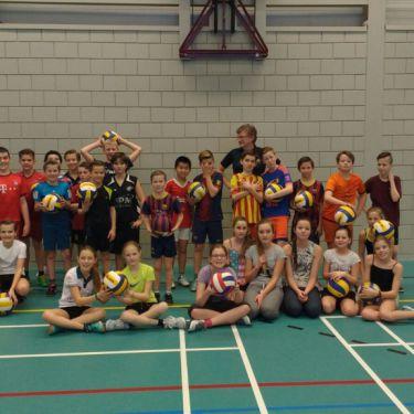 Volleybal lessen 2016 op scholen Maaspoort
