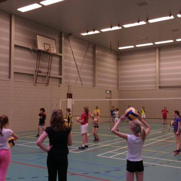 Volleybal op school of na school